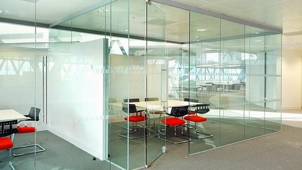 Vách kính cường lực văn phòng cho không gian mở
