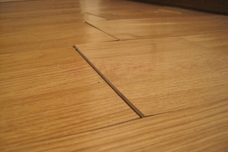 Sàn nhựa giả gỗ bị bong keo