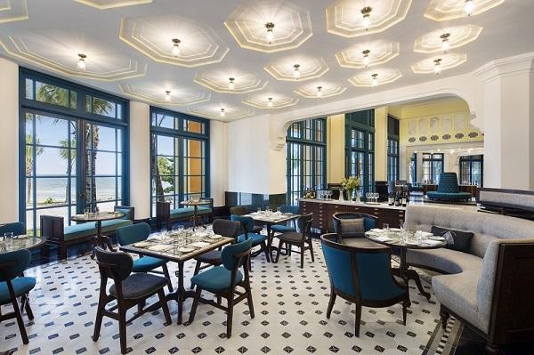 Nội thất phòng ăn trong khách sạn đẹp, tối giản, thanh lịch