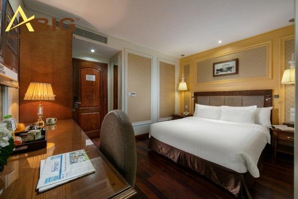Phòng nghỉ dưỡng khách sạn rộng rãi, đẹp, nội thất sắp xếp hợp lý